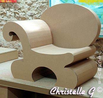 fauteuil avec accoudoirs pas trop encombrant