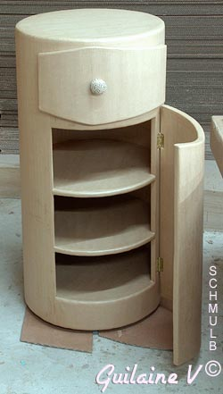 meuble carton aux formes tr s rondes. Black Bedroom Furniture Sets. Home Design Ideas