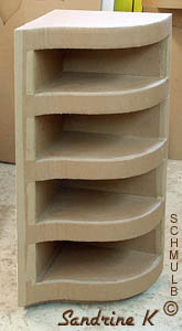 Meuble d 39 angle ou meuble de coin construit en carton for Etagere angle salon