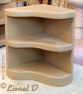 meuble d 39 angle ou meuble de coin construit en carton. Black Bedroom Furniture Sets. Home Design Ideas