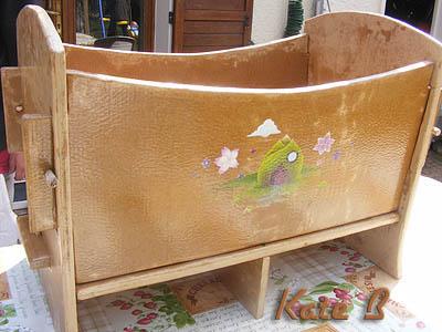 Mobilier de puericulture berceau et table langer en carton - Faire l amour sur un meuble ...