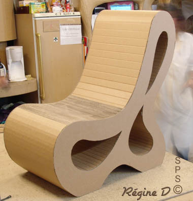 meuble carton fabriqu en guise de loisirs cr atifs. Black Bedroom Furniture Sets. Home Design Ideas