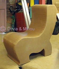 si ge en carton et fauteuil sph re fabriqu en stage. Black Bedroom Furniture Sets. Home Design Ideas