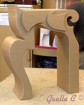 la console de type baroque et le meuble en carton. Black Bedroom Furniture Sets. Home Design Ideas
