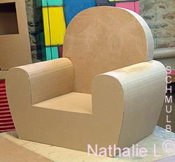 fauteuil club en carton table de lit a roulettes. Black Bedroom Furniture Sets. Home Design Ideas
