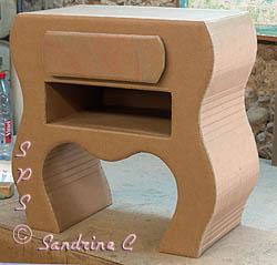 Comment fabriquer une table de chevet en carton