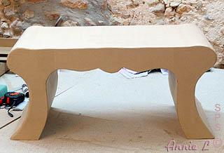 Petite table basse en carton
