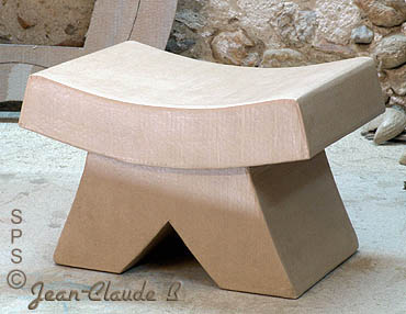 tabouret design et robuste construit en carton. Black Bedroom Furniture Sets. Home Design Ideas
